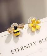 925银针--不对称花朵耳钉蜜蜂耳饰品 精灵耳环韩国