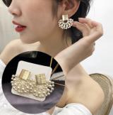韩国明星同款镂空珍珠扇形金属拉丝质感耳钉耳环