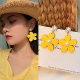 S925韩国爆款泫雅风时尚黄色花朵简约珍珠气质网红耳钉