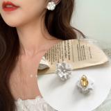 韩国气质简约优雅超仙纯白花朵无痛耳夹