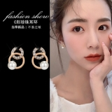 S925银针韩国新款女珍珠网红气质高级感小众圆圈C形耳钉