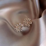 S925银针韩国小巧新款超闪水钻花朵高级感耳饰耳钉女