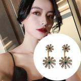 S925银针韩国绿钻花瓣新款网红气质高级感一款两戴耳钉