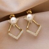 S925银针韩国气质一款两戴复古轻奢珍珠V字母耳钉耳饰女