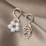 S925银针韩国高级感个性不对称珍珠小熊耳钉耳饰女