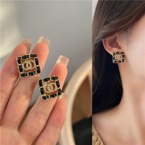 【10-19出货】S925银针韩国高级感轻奢复古金属链子扣穿皮闪钻耳钉耳饰女